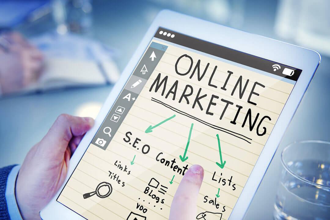 Ako ne želite angažman stručnjaka ili marketinških agencija bilo bi poželjno da imate čovjeka u firmi koji ima dovoljno vremena i osjećaja za online tržište, te koji bi bio spreman naučiti minimalno osnove klasičnog i digitalnog marketinga.