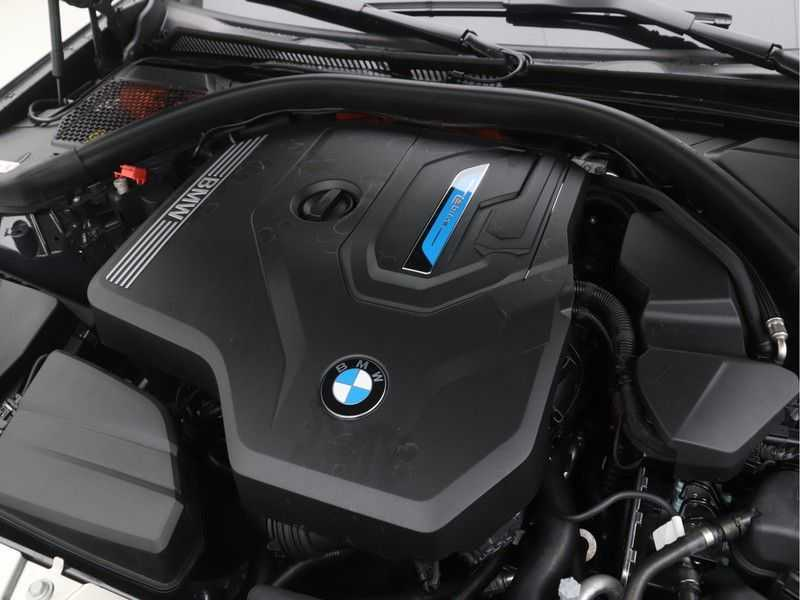 BMW 3 Serie Touring 330e High Executive M-Sport Automaat afbeelding 17