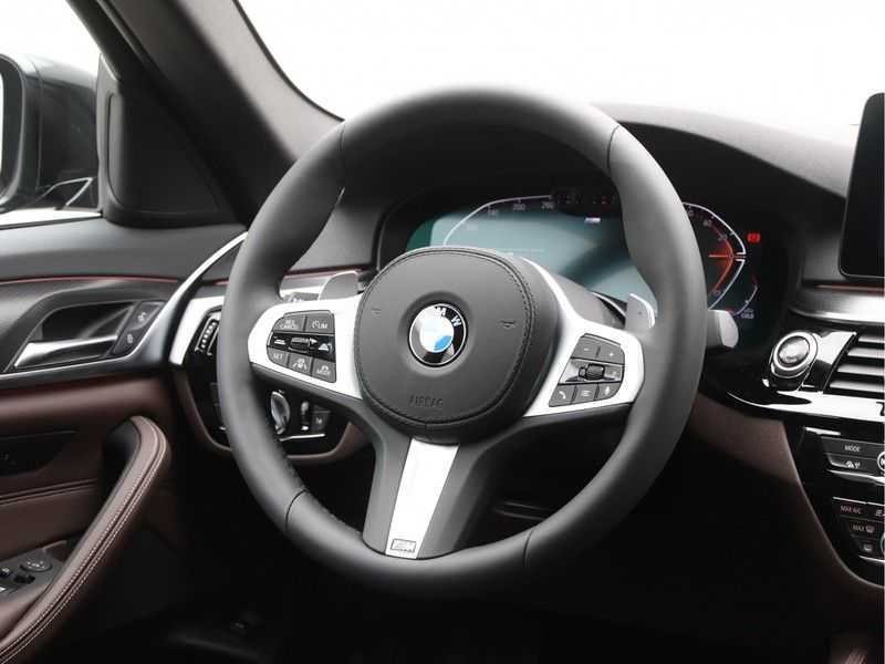 BMW 5 Serie 530i High Exe M-Sport afbeelding 2