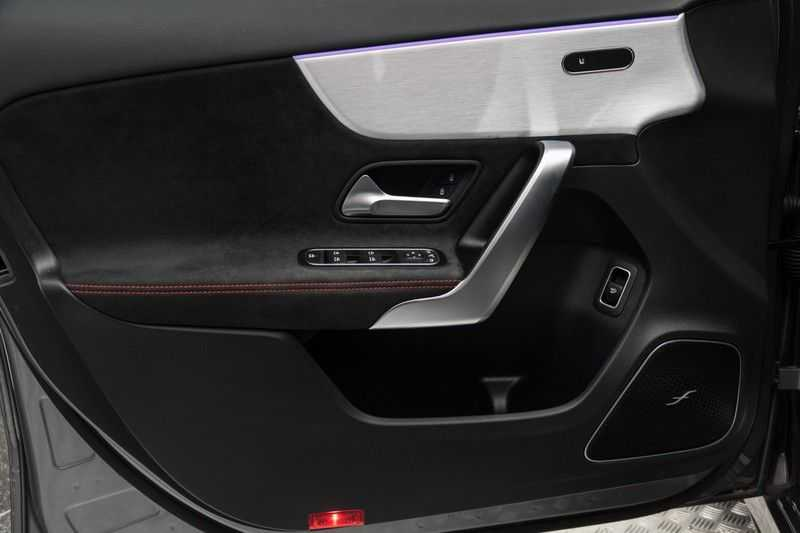 "Mercedes-Benz A-Klasse Limousine A35 AMG 306pk 4Matic Panoramadak Nightpakket Schaalstoelen Multibeam Head-Up Widescreen Burmester AmbientLight SuperSportStuur ComandOnline Full-Led 19"" Parktronic 360Camera Pdc afbeelding 13"