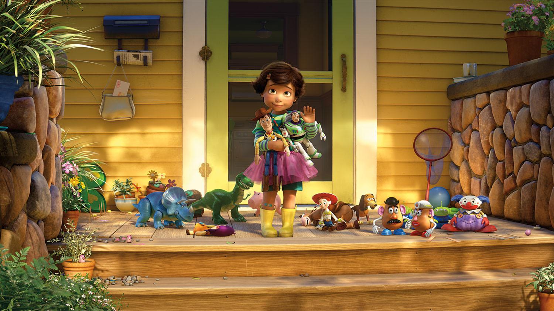 Bonnie acena para Andy, que deixa seus brinquedos para trás