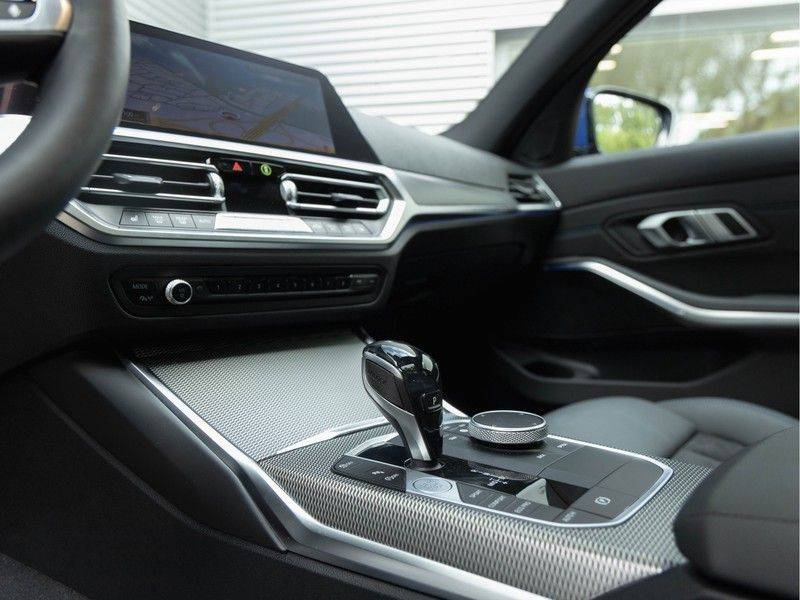 BMW 3 Serie Touring 330i M-Sport - Panorama - Driving Assistant Professional - DAB afbeelding 21