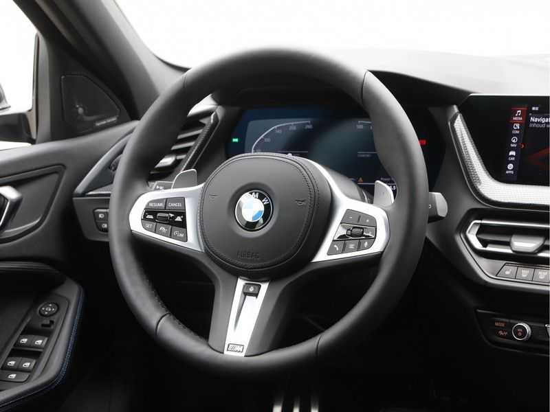BMW 1 Serie 120i High Exe M-Sport Aut. afbeelding 10
