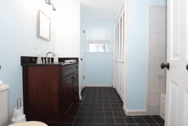 Before renovation master bathroom