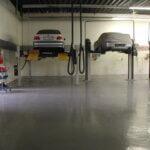 Pavimento in resina resistente alla corrosione e agli agenti chimici aggressivi, in un centro riparazioni di Padova.