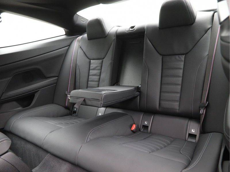 BMW 4 Serie 420i Coupé High Exe M-Sport Aut. afbeelding 14