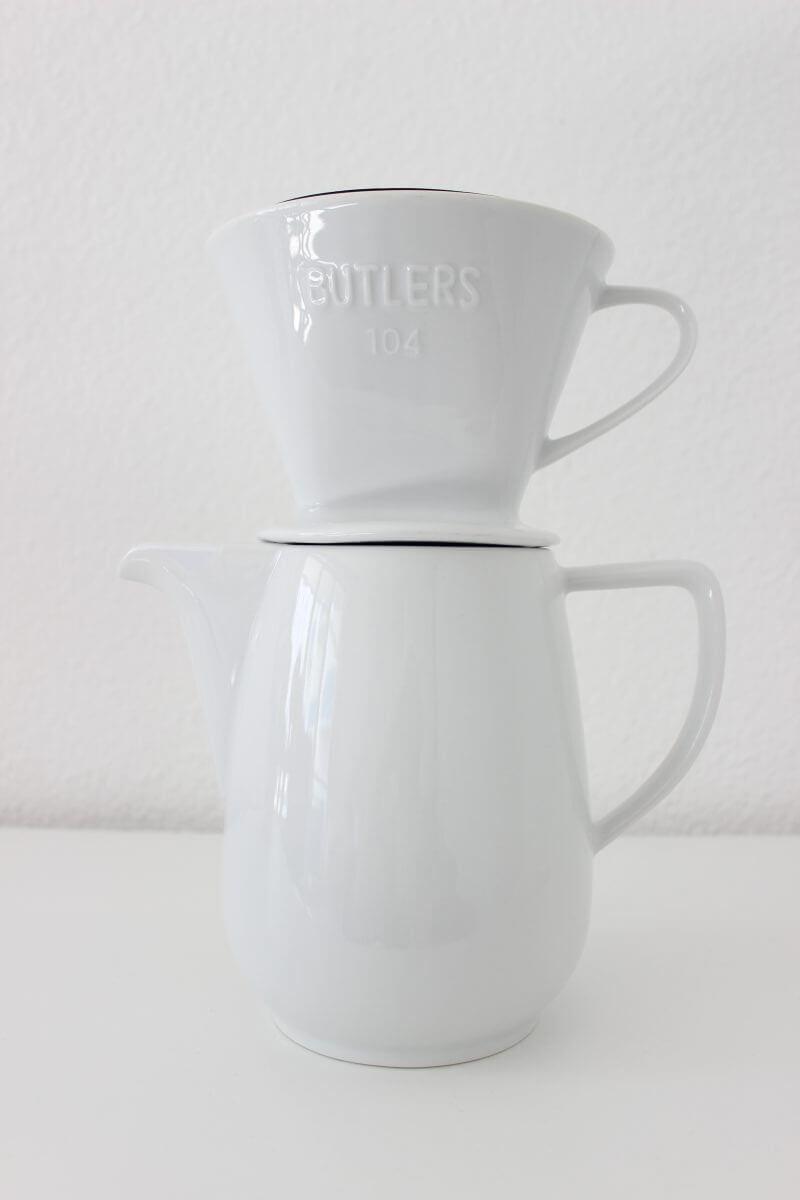 Kaffeekanne mit aufgesetztem Filter