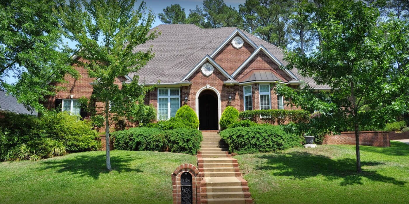 Professional roofing contractor in Tyler