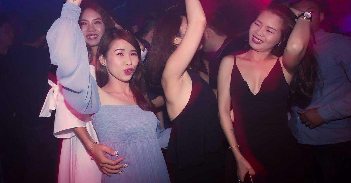 Wanita Cantik Seksi Dunia Malam