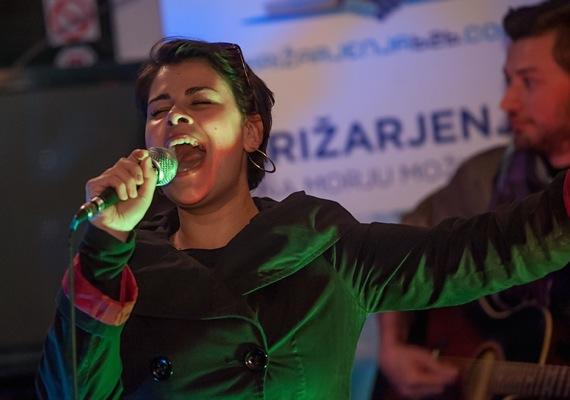 Kot gostja se je AnaM izkazala v petju bluesa, improviziranega na željo obiskovalcev (FOTO: Alen Lacijan)