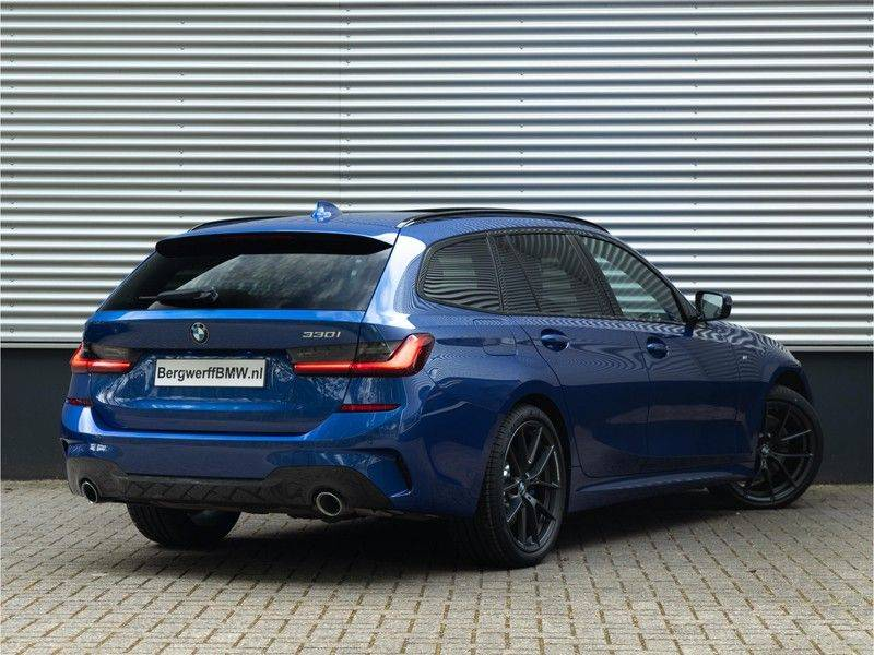 BMW 3 Serie Touring 330i M-Sport - Panorama - Driving Assistant Professional - DAB afbeelding 2