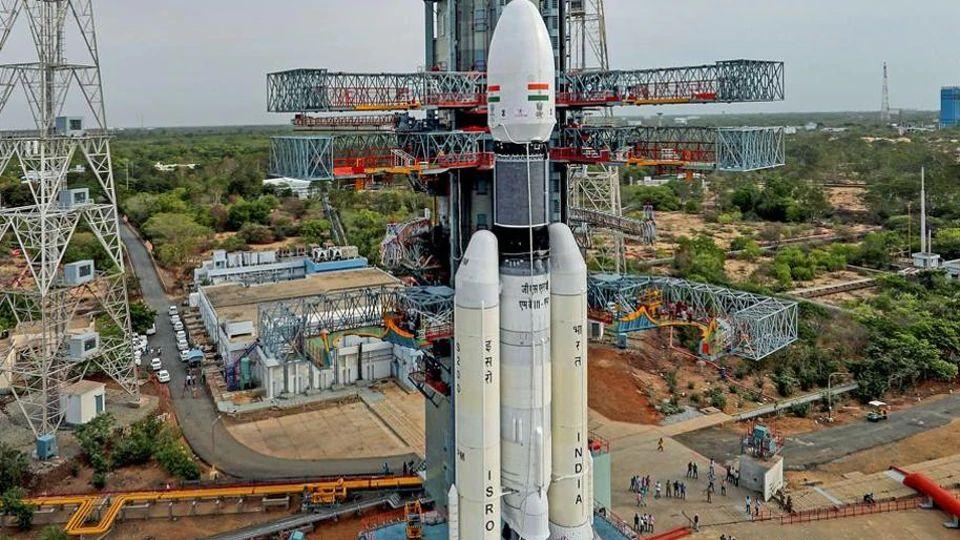 Figure 3: Racheta GSLV Mk.III înainte de lansarea sondei Chandrayaan-2 (sursa foto: ISRO)