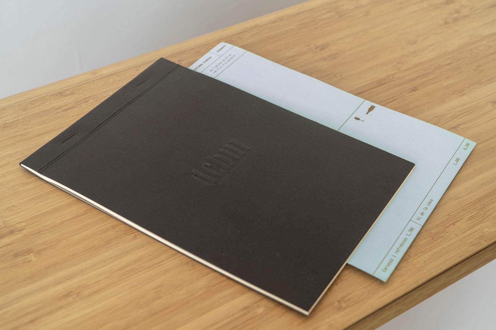 Foto de la carta con el menu semanal