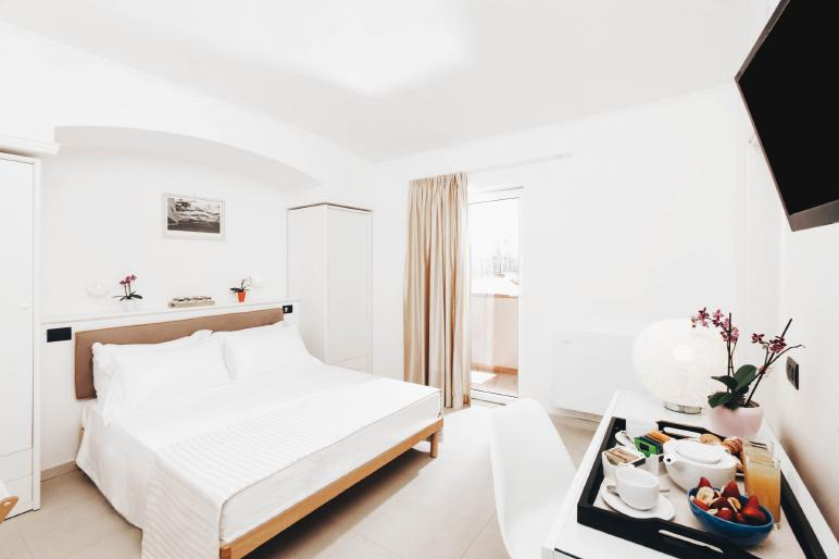 Villa-Domizia-Easy-Room1.jpg