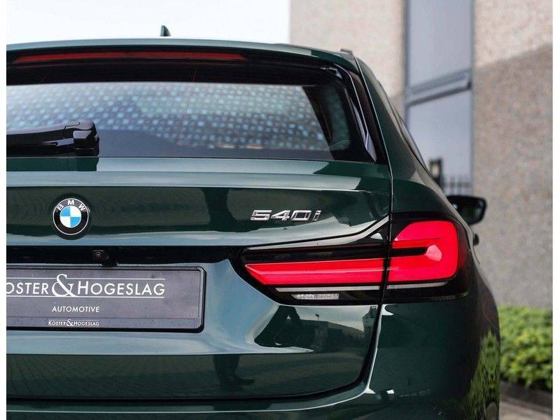BMW 5 Serie 540i x-Drive *British Racing Green*HUD*Pano*Trekhaak* afbeelding 18