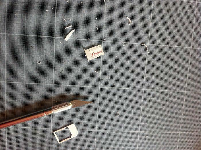 Découpage de la Nano SIM au X-Acto