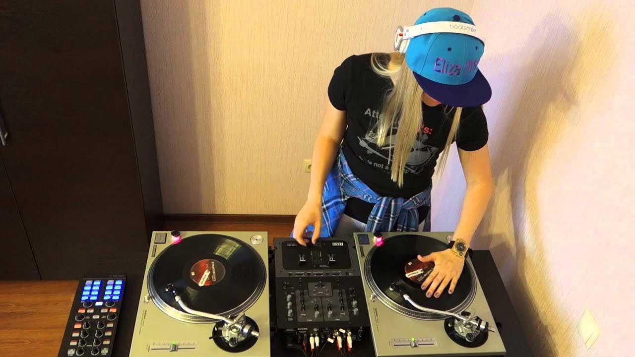 DJ Eliza May Perempuan Asal Rusia Yang Jago Mengolah Musik