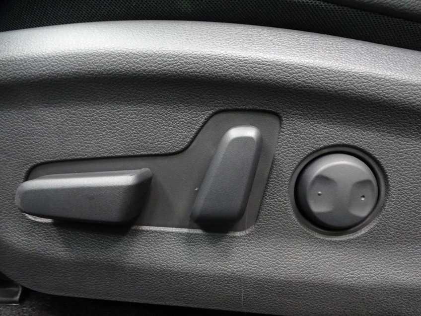 Hyundai Kona EV Premium 64 kWh Ex BTW 4% Bijtelling Leder Navi HUD Clima Camera afbeelding 17