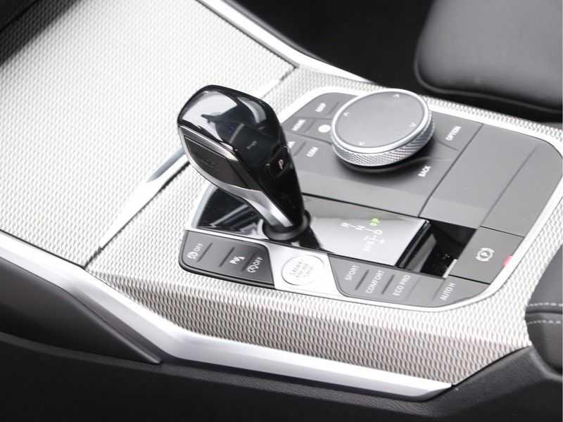 BMW 3 Serie 320i High Executive Model M Sport afbeelding 17