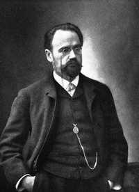 A photograph of Emile Zola middle-aged (© e-periodica, CC BY-SA 4.0)