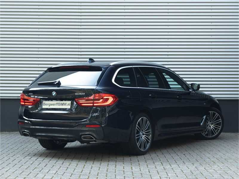 BMW 5 Serie Touring 530i xDrive M-Sport - Individual Leder - Trekhaak - Stoelventilatie afbeelding 3
