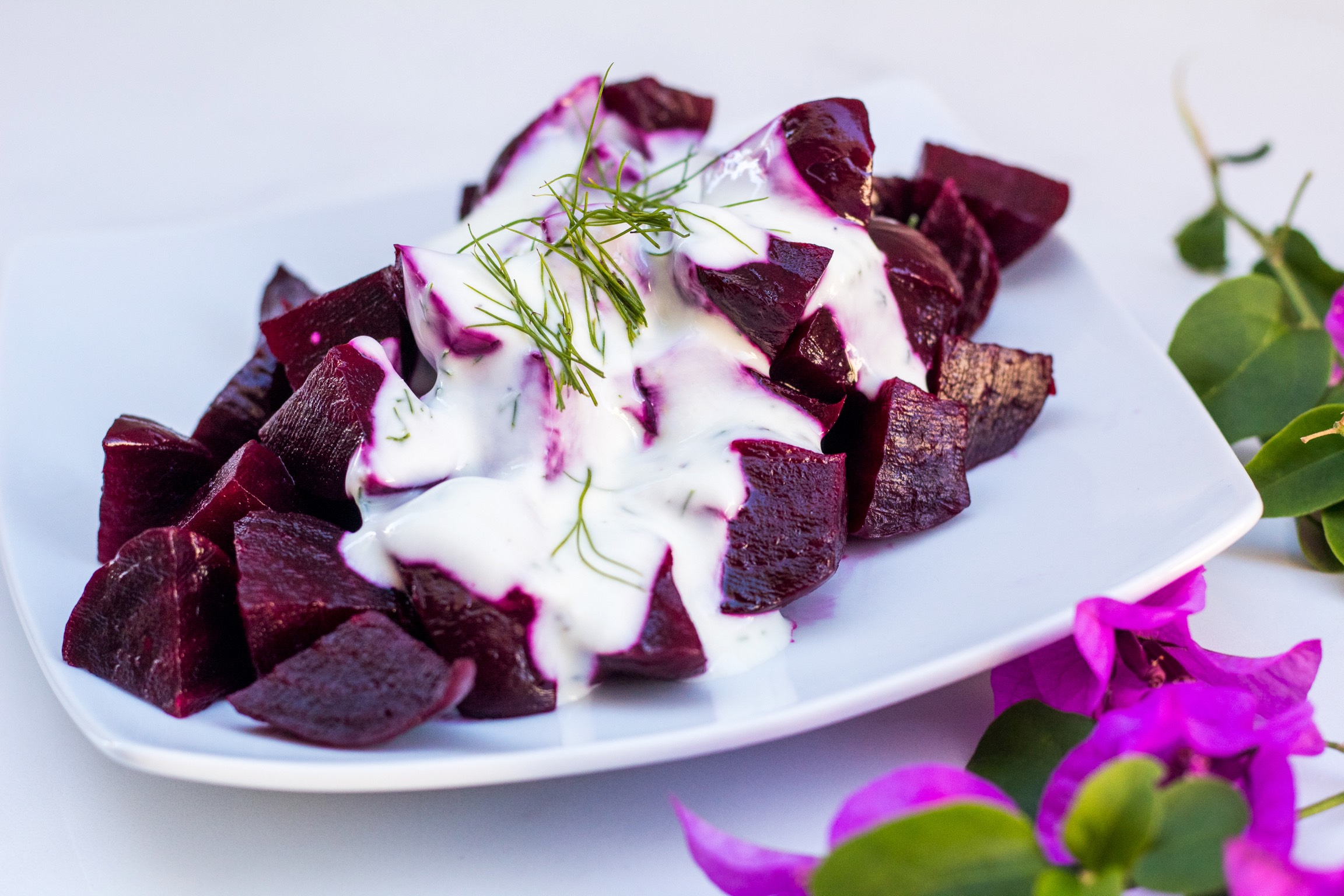Greek beet salad with a creamy yoghurt dressing (panzarosalata)