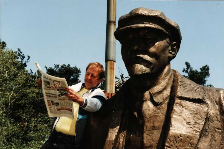 Lew Carpenter reads about Lenin