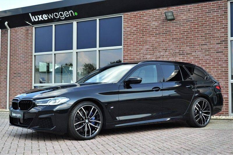 BMW 5 Serie Touring 540i xDrive 333pk M-Sport Pano Laser Comfort LiveCp DA+ HUD 20inch afbeelding 5