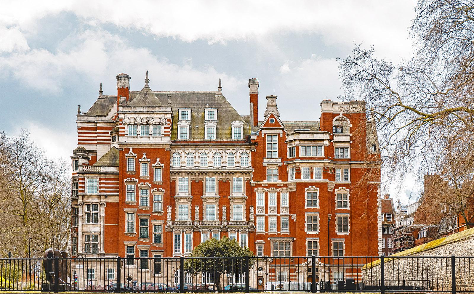 redbrick british manor house