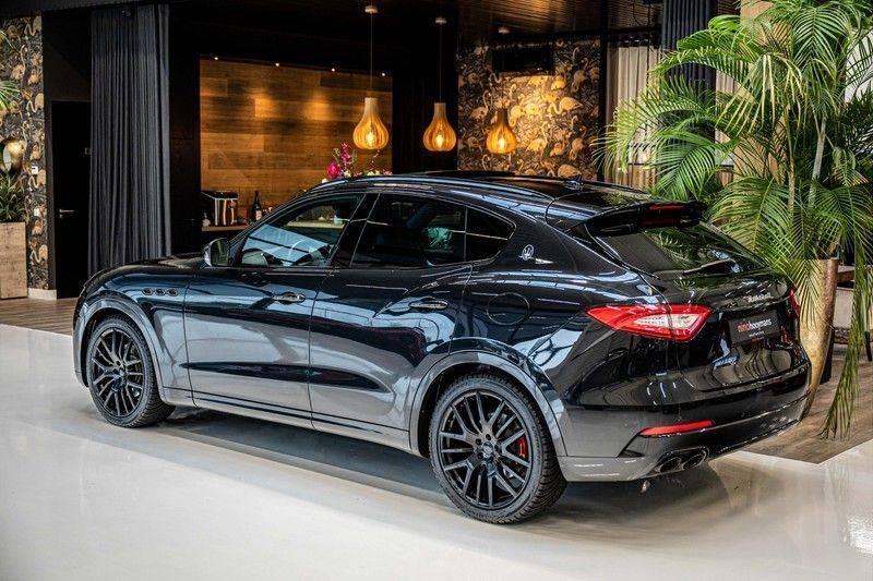 Maserati Levante 3.0 V6 D AWD | BTW | Black pack | Pano | Rood sticksel | Harman Kardon | Voertuigvolgsysteem | Nieuwe onderhoudsbeurt | afbeelding 5