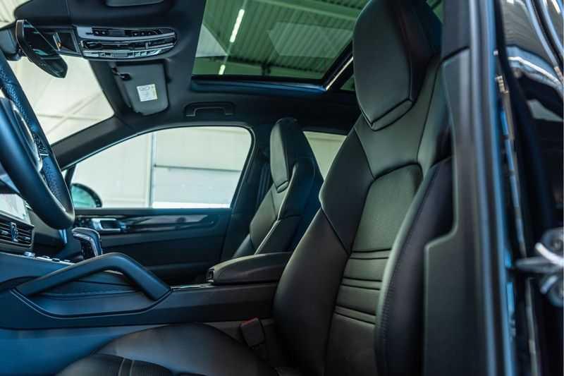 Porsche Cayenne E-Hybrid | Sport-Chrono | Panorama | BOSE | PASM | Adaptieve Sportstoelen afbeelding 9
