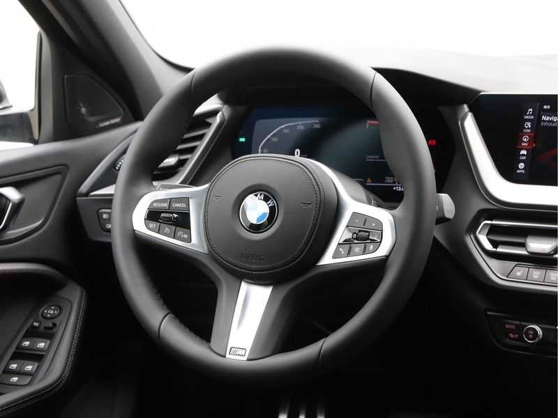 BMW 1 Serie 118i High Exe. M-Sport afbeelding 7