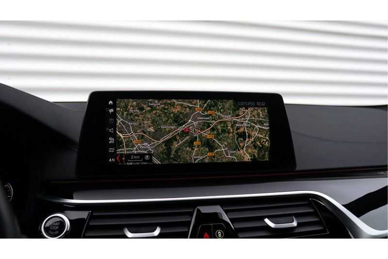 BMW 5 Serie M550i xDrive High Executive Head- Up Display, Schuifdak, Harman/Kardon afbeelding 11
