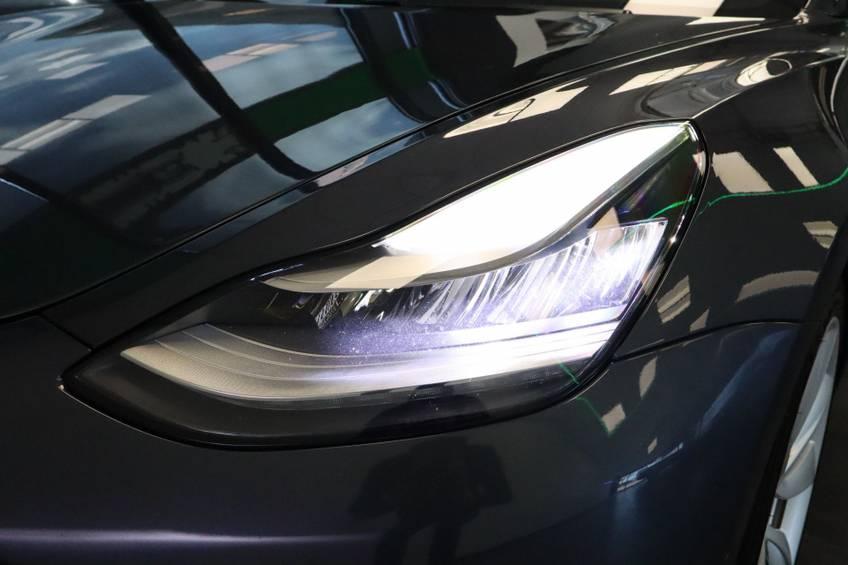 """Tesla Model 3 Long Range   prijs ex.btw 45.889,-   4% 19""""LM Grijs Zwart Performance Look afbeelding 6"""