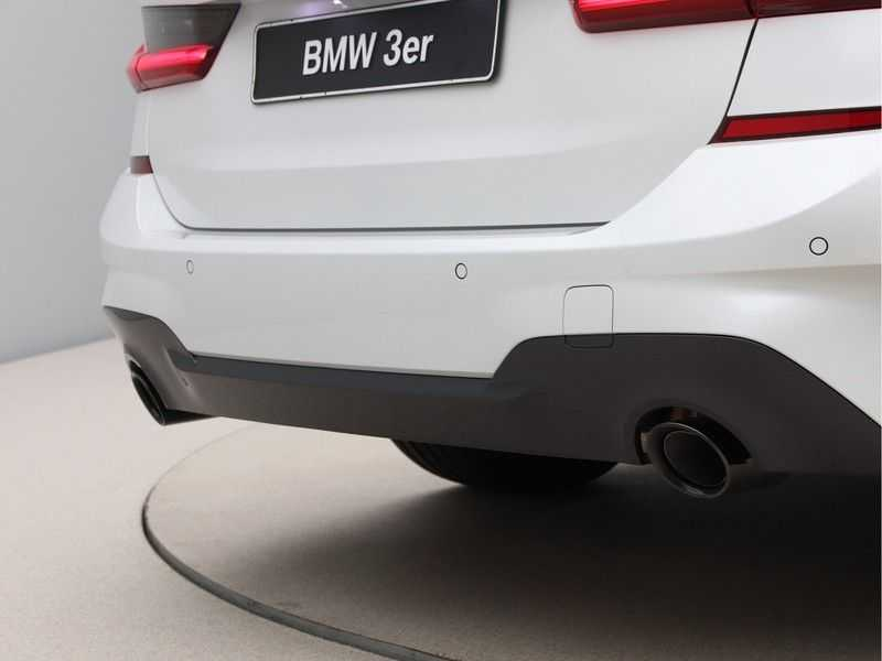 BMW 3 Serie Touring 318i Exe M-Sport Aut. afbeelding 17