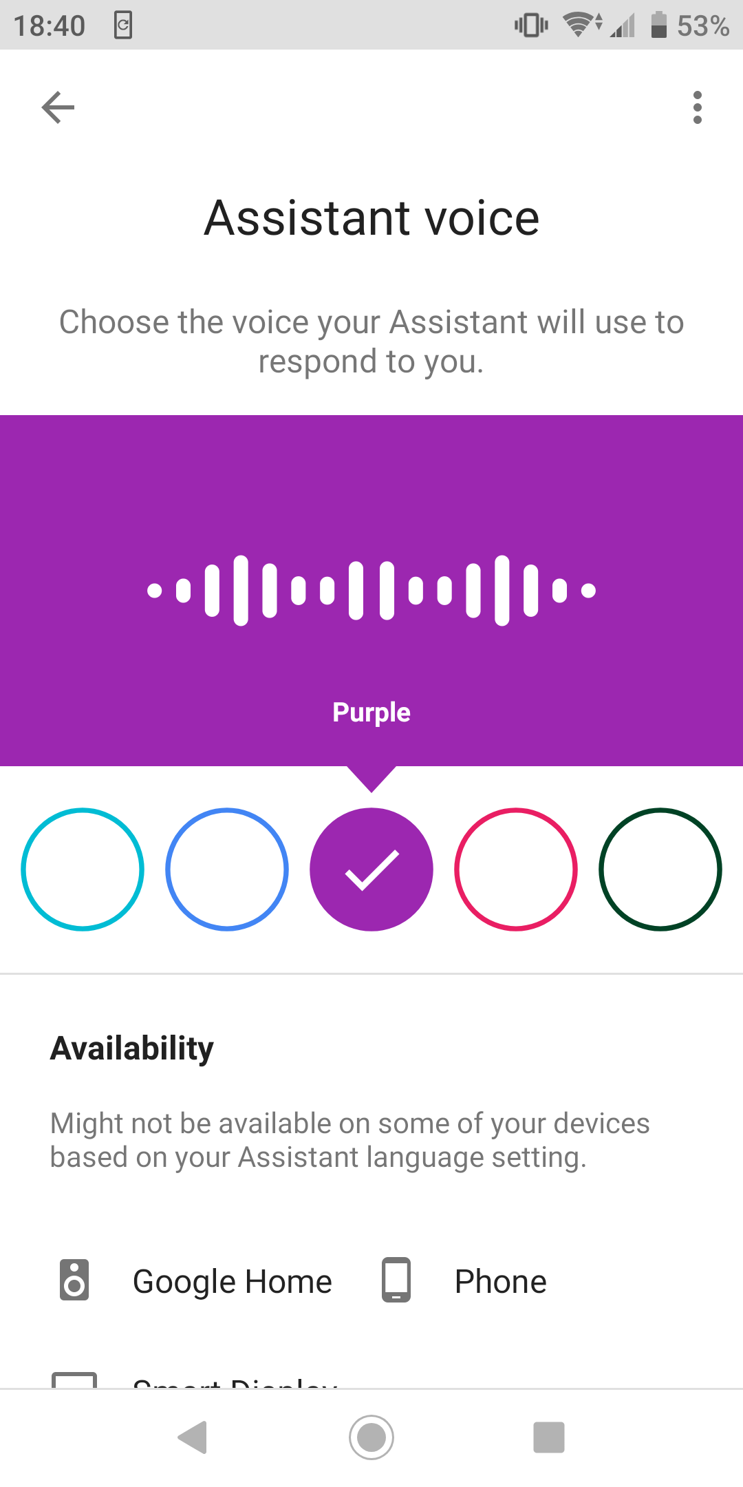 Opsi suara yang berbeda untuk Google Assistant dinamai berdasarkan warna alih-alih menggunakan rumus [kebangsaan] + jenis kelamin yang digunakan untuk penamaan suara Siri.