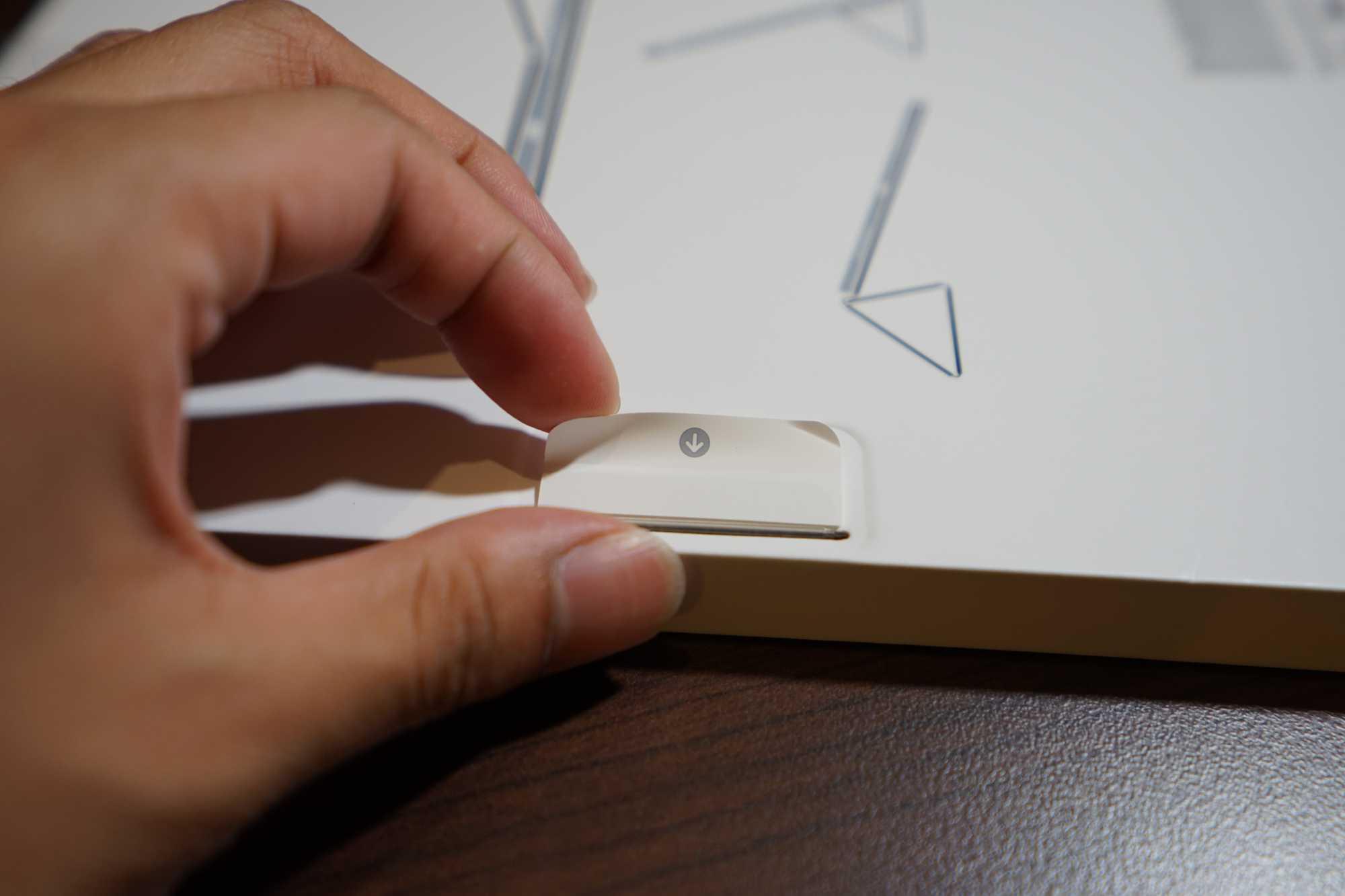 Apple Smart Folio Box Pull Tab