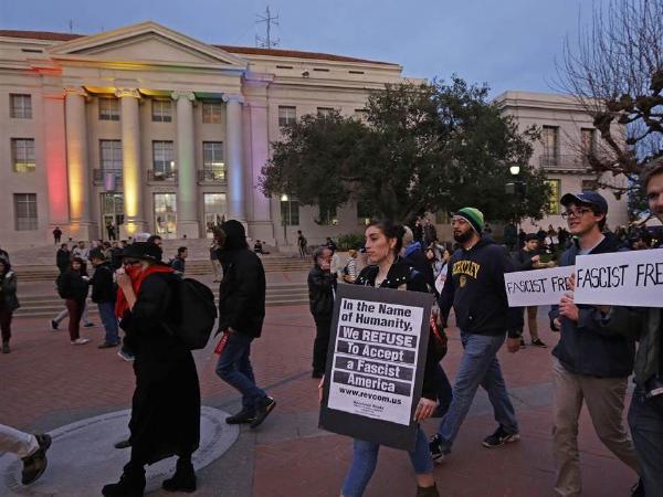 버클리대  과격 시위,  트럼프 지지자 방문 반발