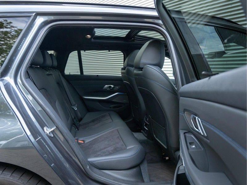 BMW 3 Serie Touring 330e xDrive M-Sport - Panorama - Active Cruise - Harman Kardon - Camera afbeelding 18