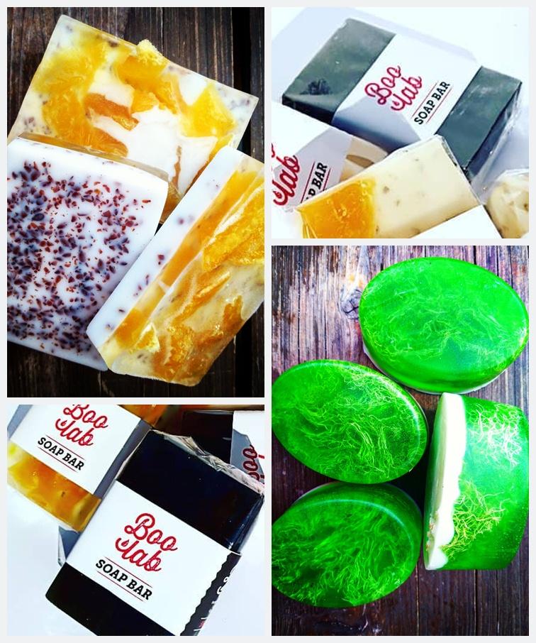 Boolab prirodni sapuni izloženi na drvenome stolu sa i bez originalne ambalaže.