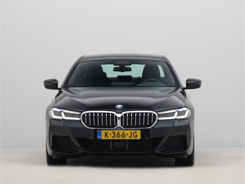 BMW 5 Serie Sedan 520i High Executive M-Sport Automaat afbeelding 8