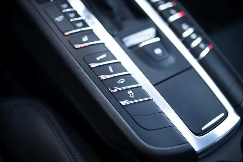 "Porsche Macan 3.0 D S *Pano / Luchtvering / 21"" Turbo / Sport Chrono* afbeelding 13"