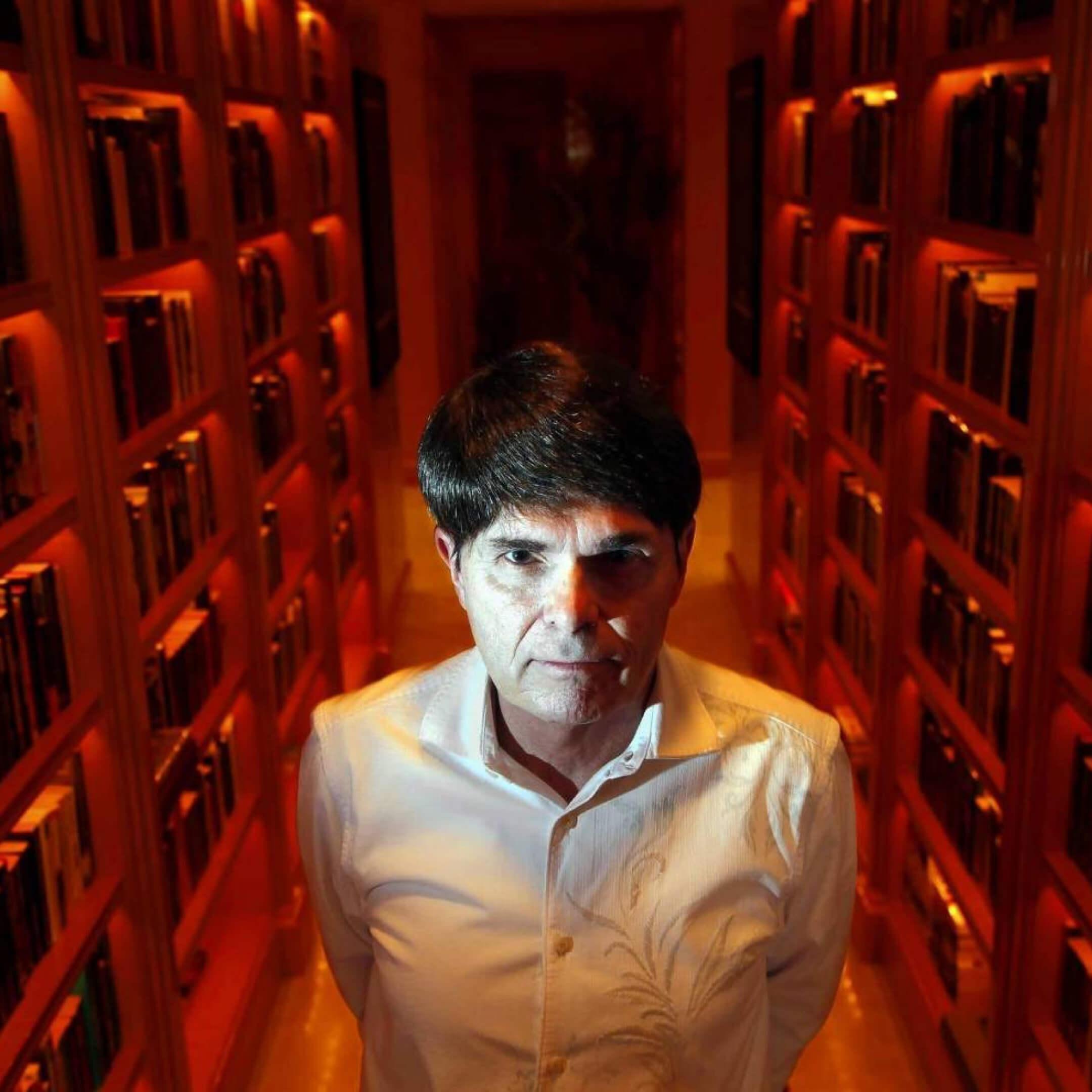 Дин Кунц вбиблиотеке усебя дома. Фото: Rick Loomis / Los Angeles Times