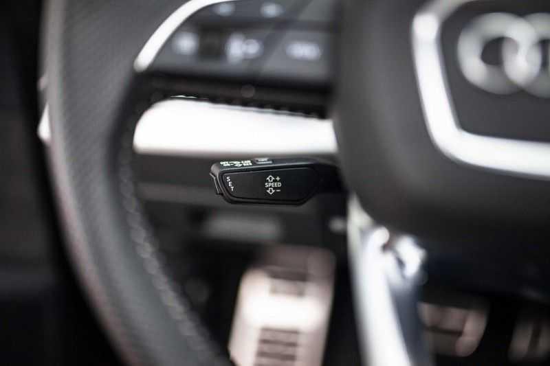 """Audi Q8 50 TDI Quattro *S-line / 23"""" / Panorama / Matrix-LED / Standkachel* afbeelding 5"""
