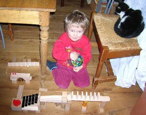 Florian met zijn knikkerbaan