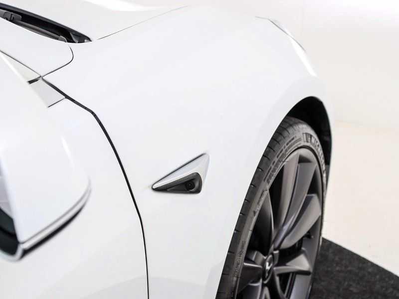 Tesla Model 3 Long Range All-Wheel Drive Performance Prijs is Incl. BTW   20'' grijze Performance-velgen   Performance upgrade   Performance remmen   Autopilot   afbeelding 11