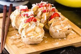Peanu-Butter-and-Banana-Sushi-unq