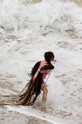 Girl Carrying Seaweed 4302