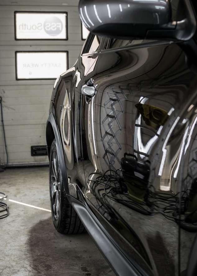 Mirror like finish on Nissan Juke car door after polishing, paint correction, paint enhancement and ceramic coating