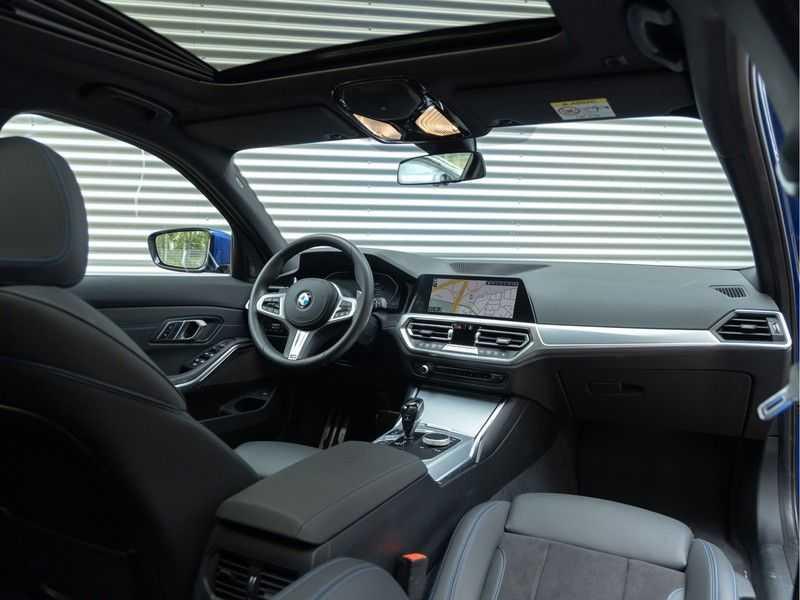 BMW 3 Serie Touring 330i M-Sport - Panorama - Trekhaak - DAB - Harman Kardon afbeelding 3